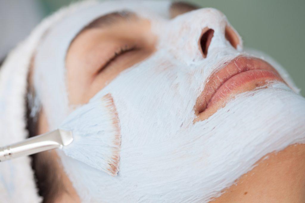 Aplicacin de mascarilla facial