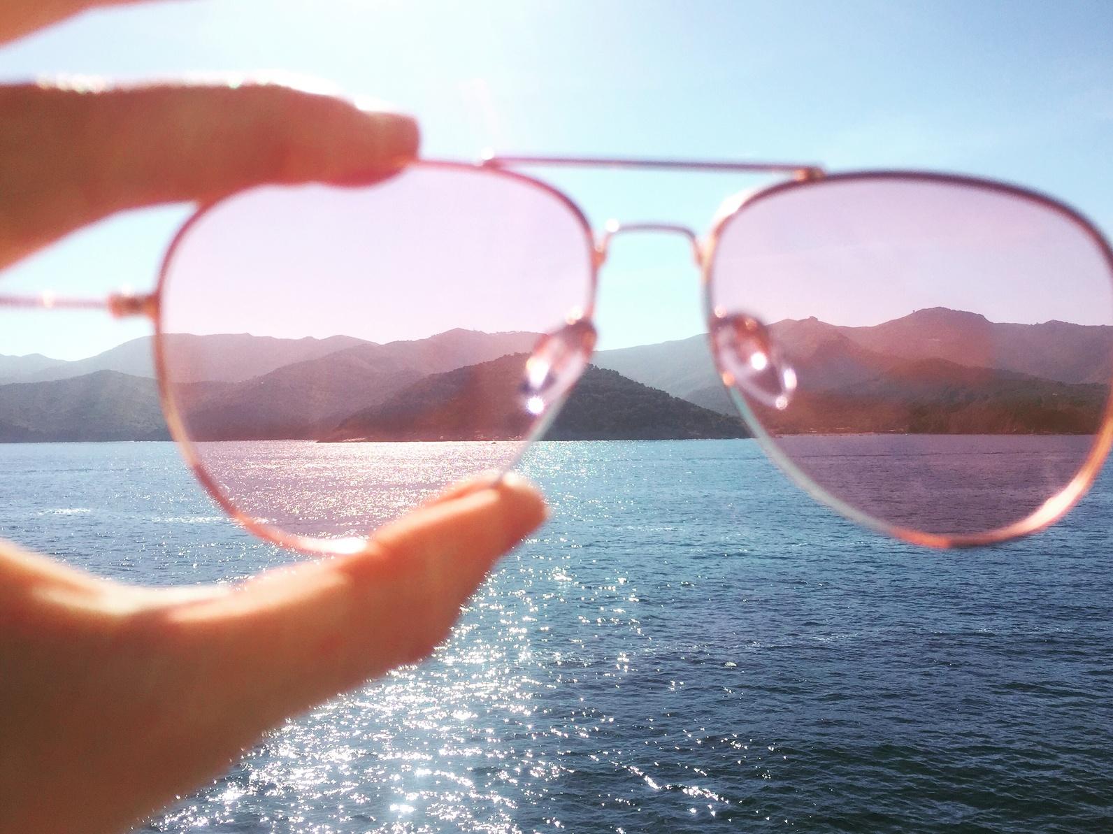 En qué hay que fijarse a la hora de comprar lentes de sol  - Hola Mujer 030fda98abf4