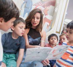 """Famosas compartieron con niños en la apertura de """"Navidad de Cuentos"""" de Alto Las Condes"""