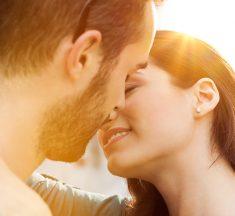 ¿Un beso es infidelidad? La mayoría de los hombres piensan que no