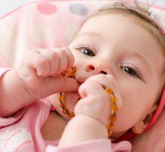 ¿Tu hijo usa collares de ámbar? ¡Cuidado! Puede ser mortal