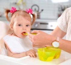 ¡Ojo! Nunca le des estos 6 alimentos a un niño menor de 2 años